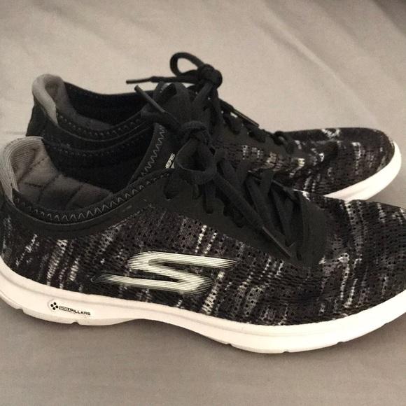 Skechers Go Step Goga Mat Sneakers Black White 5.5.  M 5aa6bac2a44dbebf77f697a1 8e005d6f14